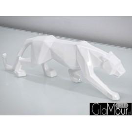 Figurka pumy w ruchu w kolorze białym 44x24x9cm A109
